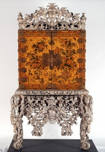 The Witcombe Cabinet English Japanned and silvered woood, about 1697, 208x120x60cm. The Holburne Museum 2005